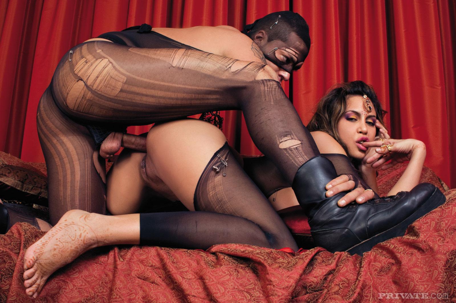 клубе женщины дают мужикам в чулках что сексуальные прелести
