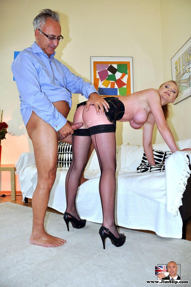 раздвинула свои порно зрелые мужчины и молодых девушек для нежной