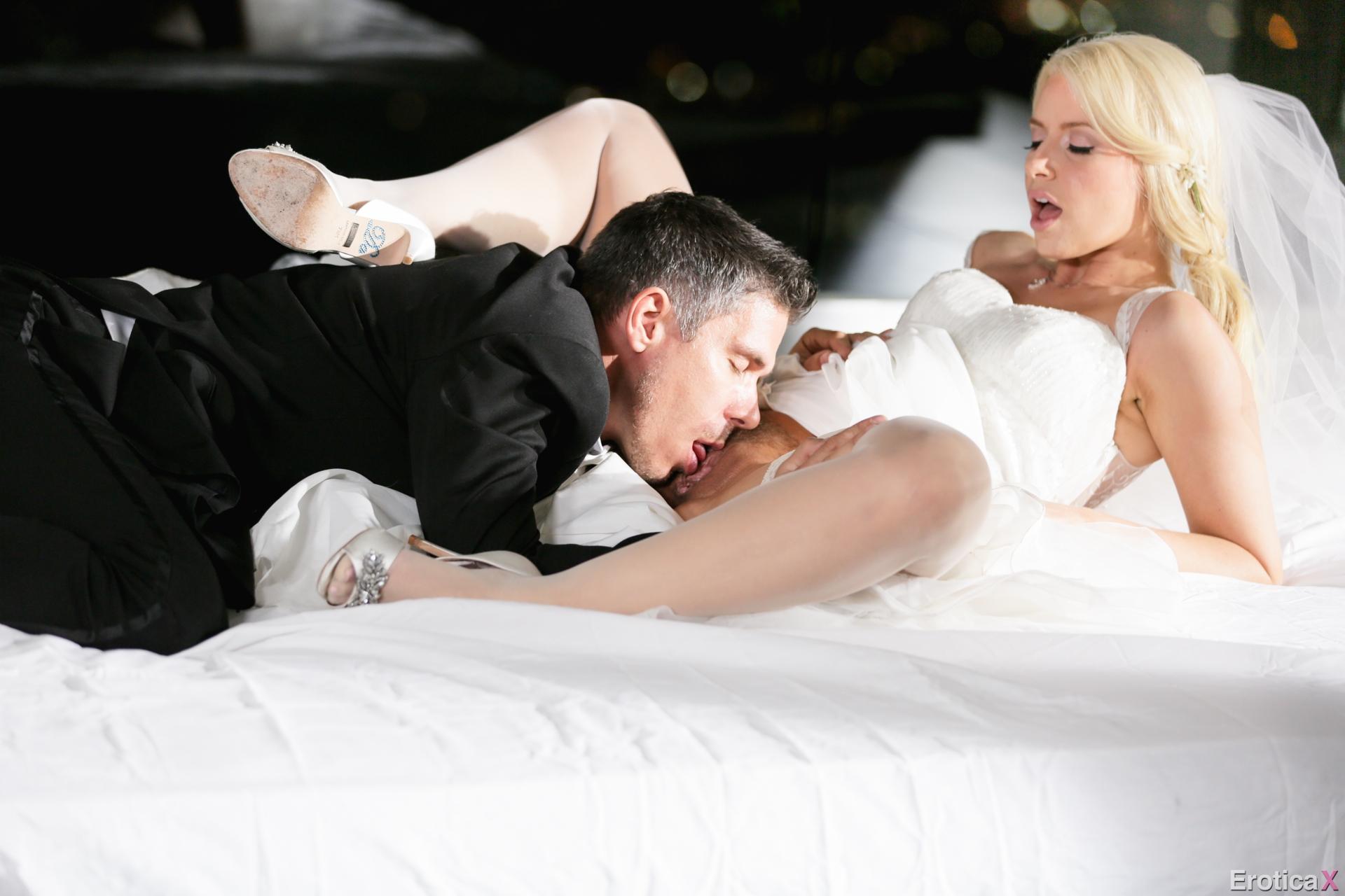 Снимают первую брачную ночь, Молодожены сняли на камеру секс в первую брачную 5 фотография